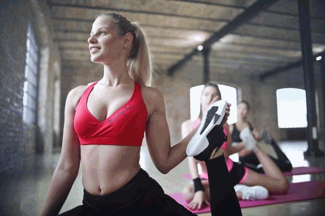 Yoga Se Balo Ko Lamba Aur Ghana Karne Ka Tarika