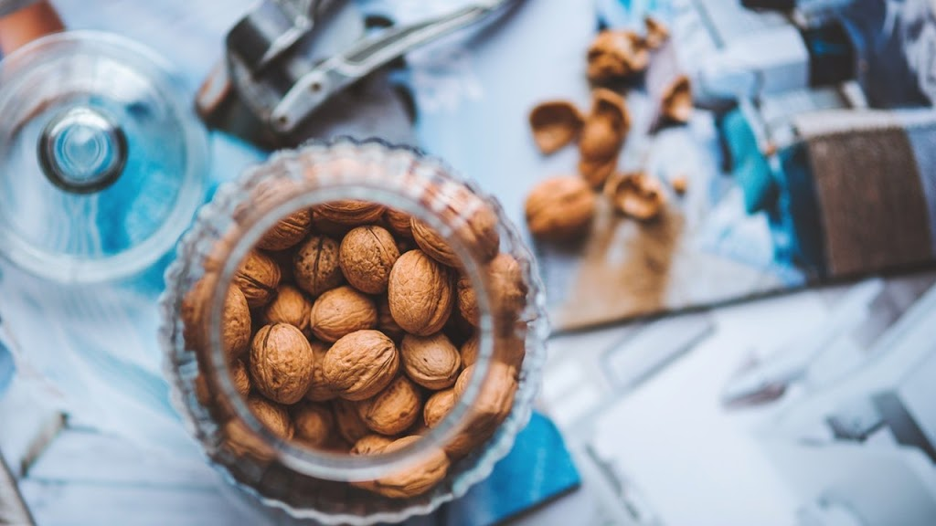 Eating Walnut During Pregnancy in Hindi