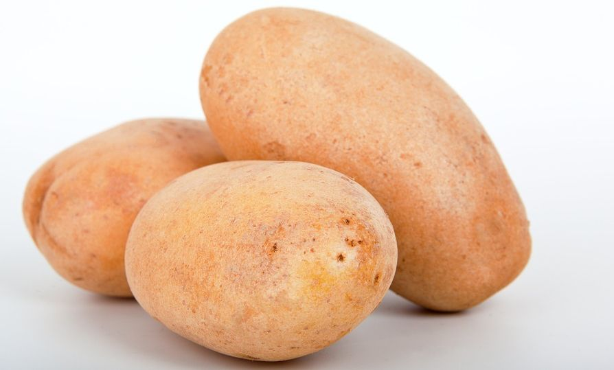 how to get rid of black dots on face with potatoes