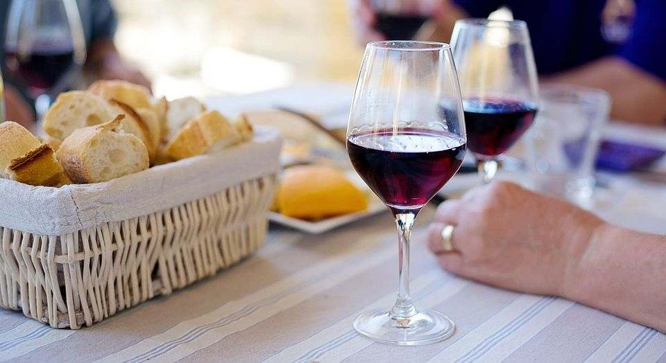 What is worse for your teeth red or white wine