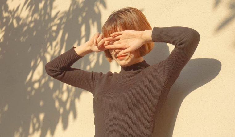 Exposing sunlight can cause dark circles under the eyes.