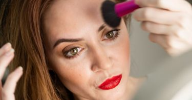 how to apply blush on cheeks for beginners