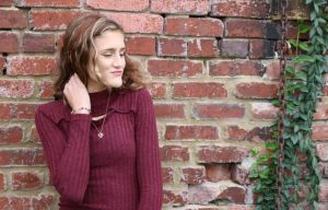 colors that go with burgundy clothes